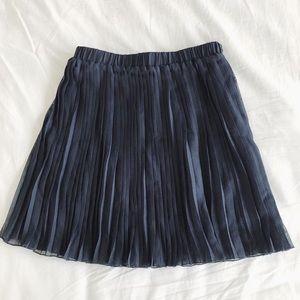 🌻NWOT Navy Blue Mini Chiffon Skirt Size Medium